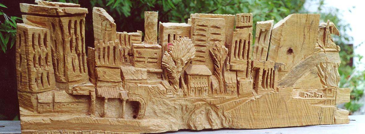Holzskulptur, die im Rahmen eines Bildhauerei-Workshops im Grashöfle entstand