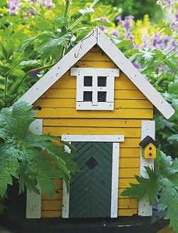 Kunstvolles Vogelhaus im Garten des Grashöfle